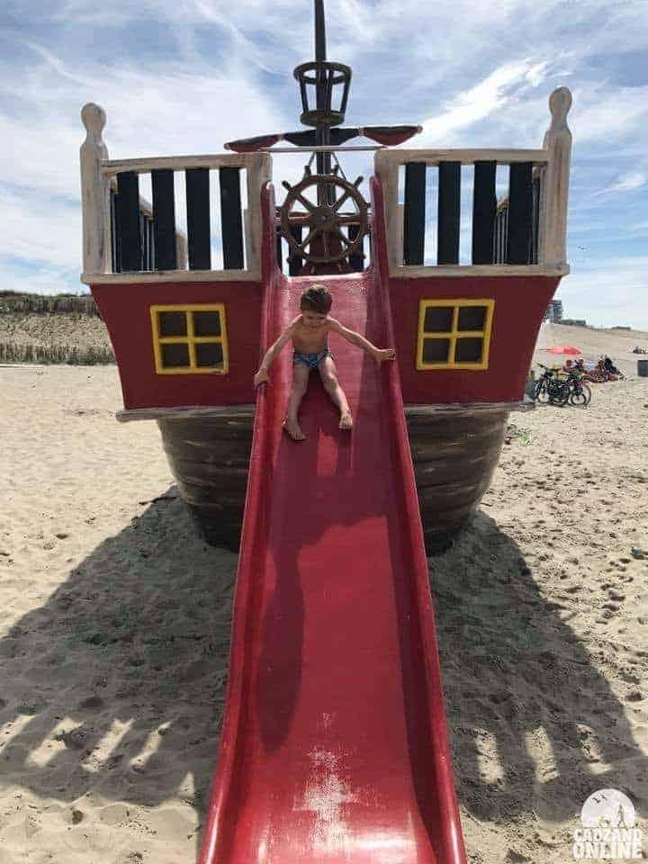 Piratenschip-strand-Cadzand