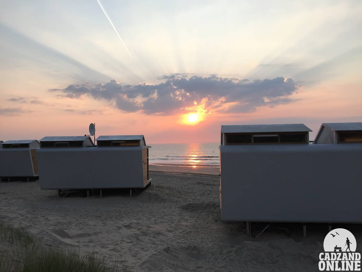 Zonsondergang-huisjes-aan-zee