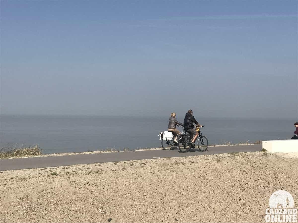 Fietsen-over-de-duinen