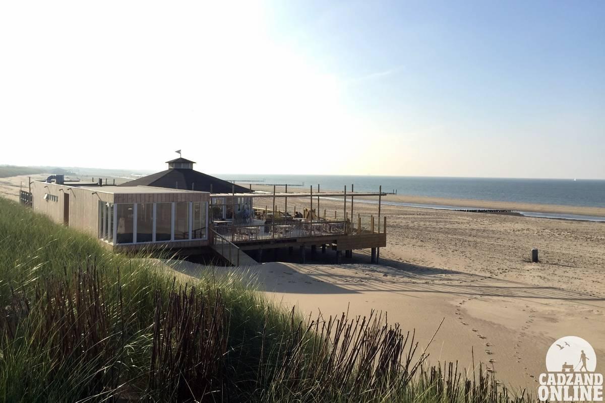 Strandbar-Van-Houten-vanuit-de-duinen