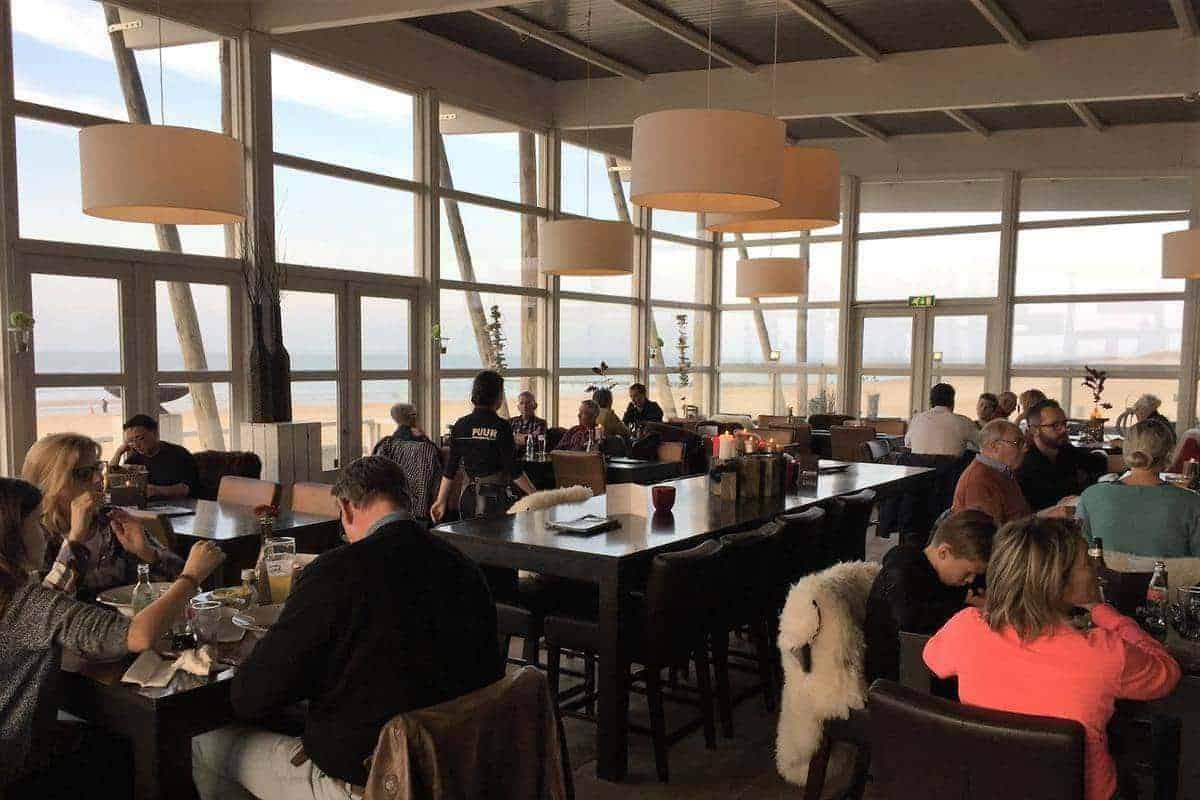 Sfeer PUUR restaurant aan zee Groede