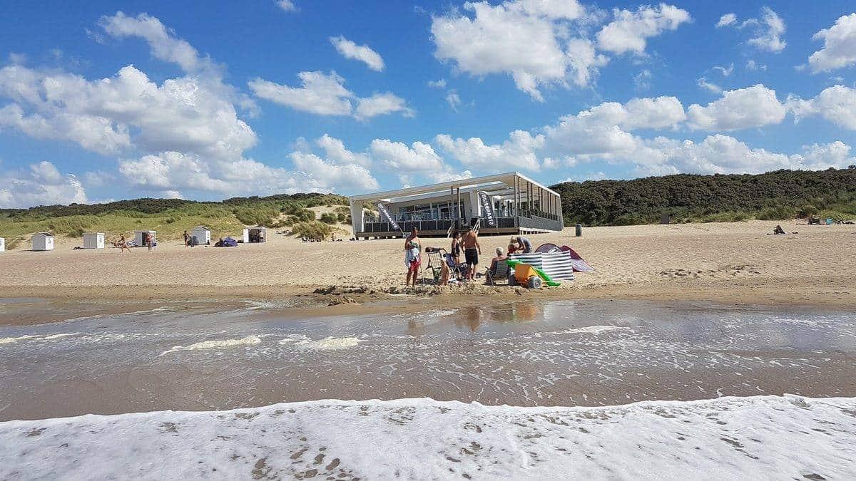 Zee-strand-strandpaviljoen-Ruig