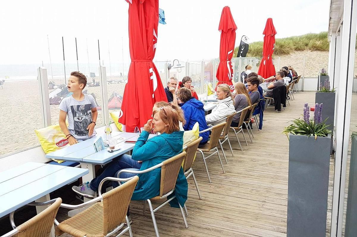 Strandterras-strandpaviljoen-de-Zeemeeuw