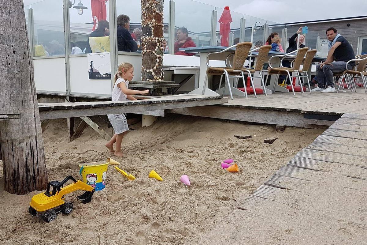 strand-strandpaviljoen-de-Zeemeeuw
