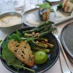 Groene asperges en mouseline van grijze garnalen - menu AIRrepublic Cadzand